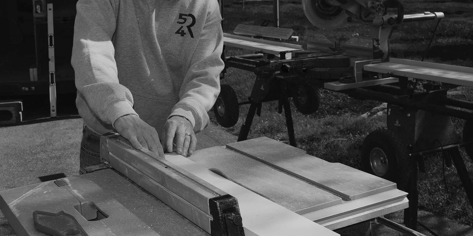 carpenter using table saw